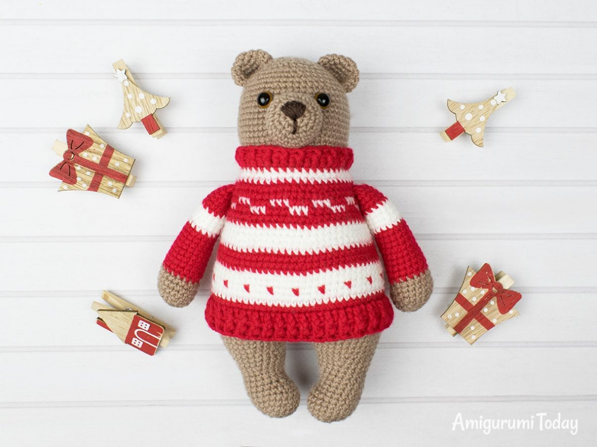amigurumi bear in pullover