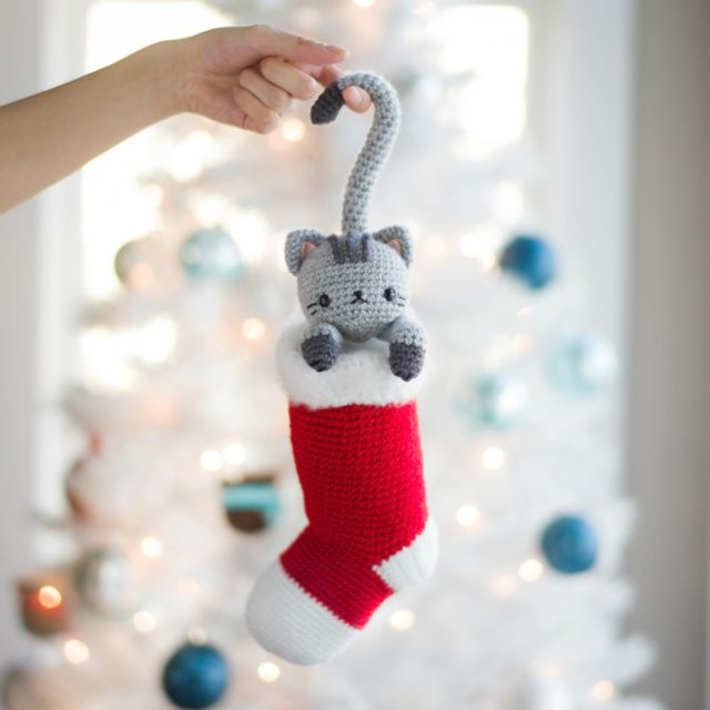 chester christmas cat amigurumi pattern
