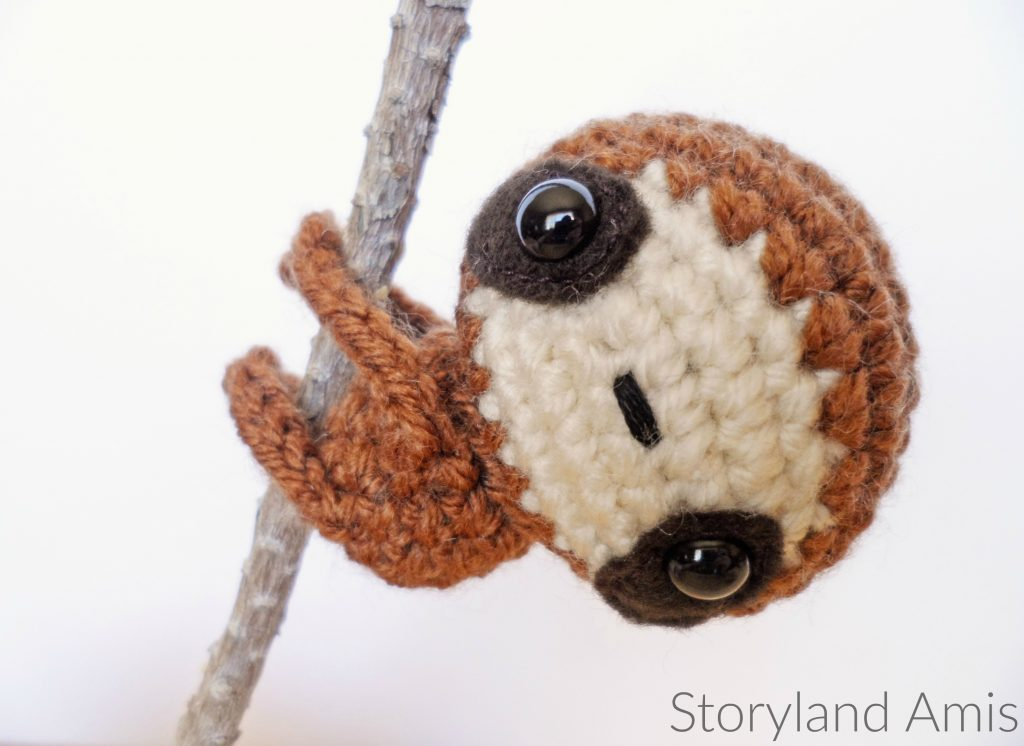 mini amigurumi sloth
